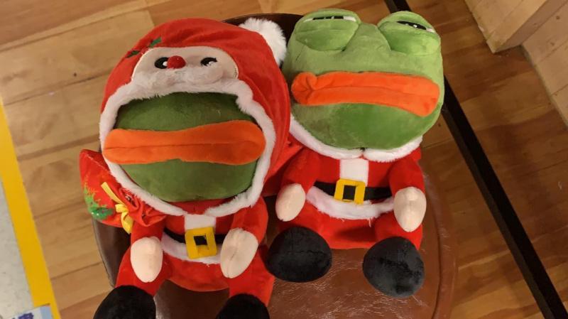 聖誕版 Pepe The Frog毛公仔