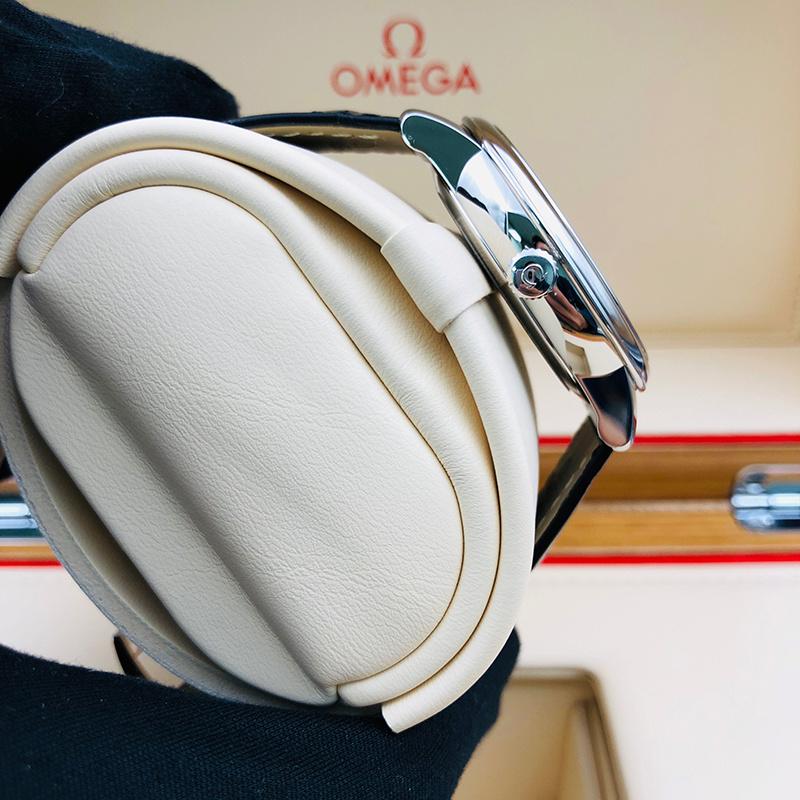 OMEGA 歐米茄 碟飛典雅系列 39.5毫米 不銹鋼 銀面 自動機械 424.13.40.20.02.001