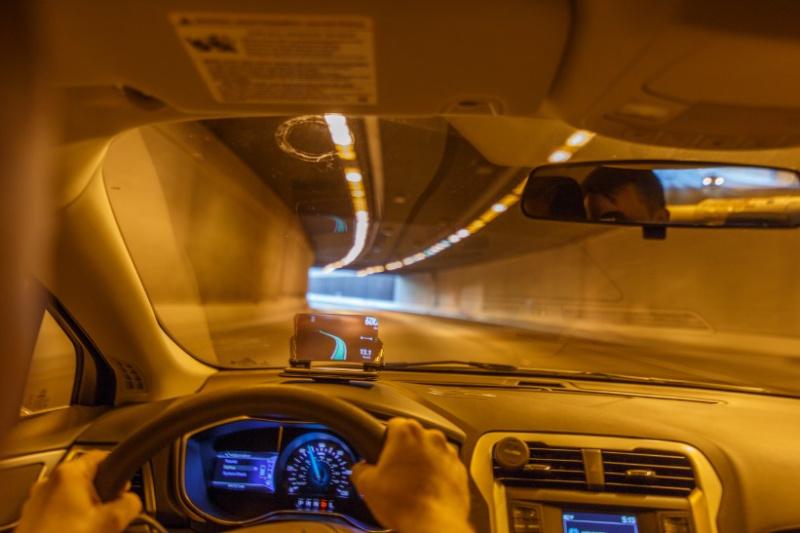 美國 Hudway Glass 駕車抬頭顯示器