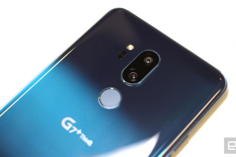 LG G7+ ThinQ 配備 800 萬畫素前鏡頭,後置 1,600 萬畫素 71 度標準鏡頭及 107 度超廣角鏡頭