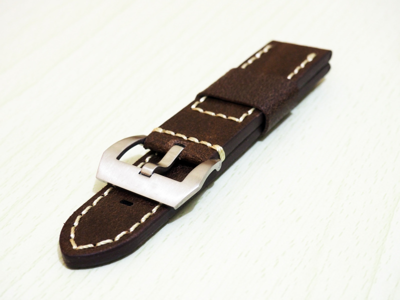 24mm Panerai 棕色牛皮白車線錶帶配針扣
