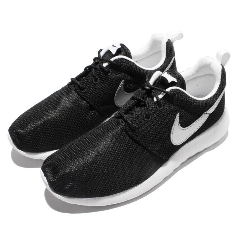 NIKE ROSHE ONE (GS) 銀色LOGO鞋