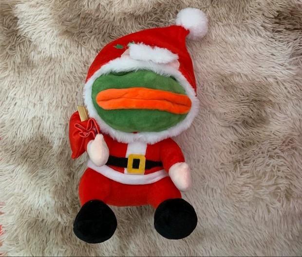 Pepe 精品系列- Mouse Pad 斗篷 眼罩 鎖匙扣 襟章 紙巾袋 iphone 手機套 (買幾多都是一個運費)