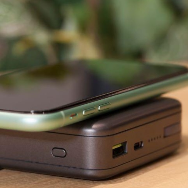 Momax Q.Power Plug 6700mAh 無線便攜快速充電器 IP93