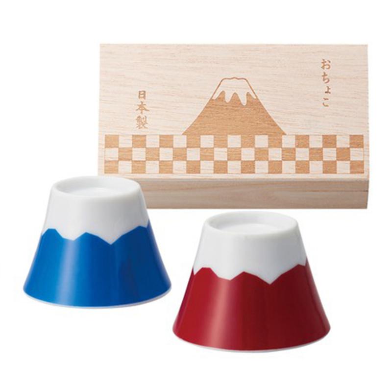日本 富士山の歡呼 紅藍一對 富士山清酒瓷杯 連木禮盒【市集世界 - 日本市集】