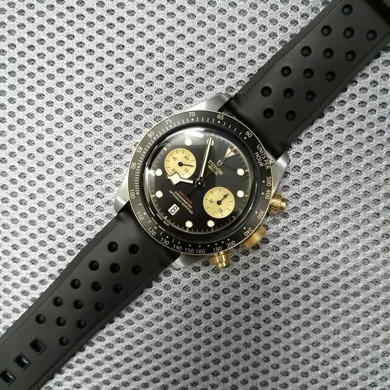 22mm Rally Style 黑色防水膠錶帶