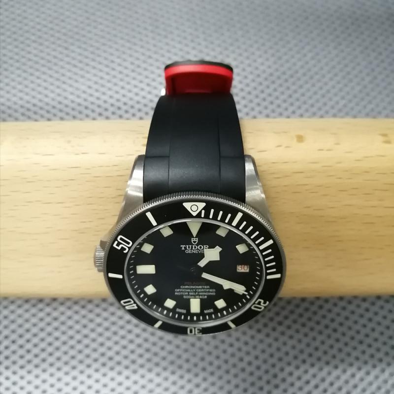 Crafter Blue 22mm 黑紅雙色優質硫化橡膠錶帶適合 Tudor Pelagos Series