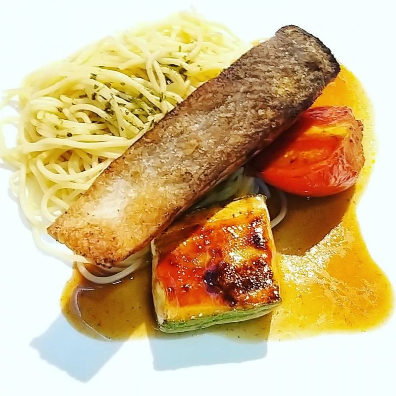 香煎脆皮挪威三文魚柳(可配飯或意粉)