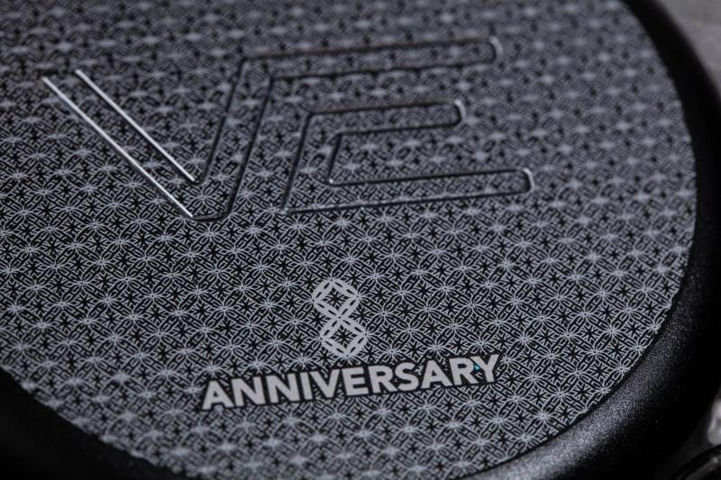Vision Ears 8 週年紀念版耳機盒 (不包含耳機)