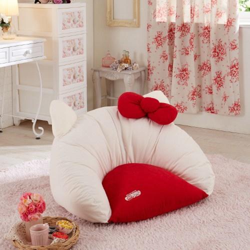 日本SANRIO Hello Kitty 坐墊梳化