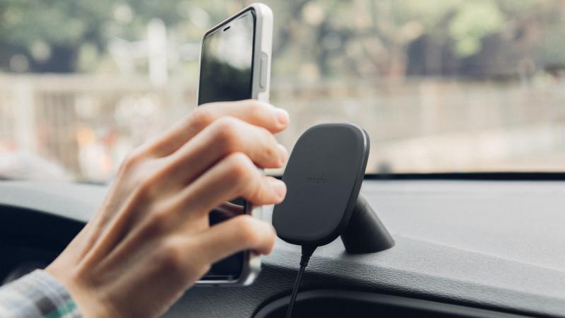 【香港行貨】Moshi SnapTo 磁吸無線充電手機車用支架(萬用型)