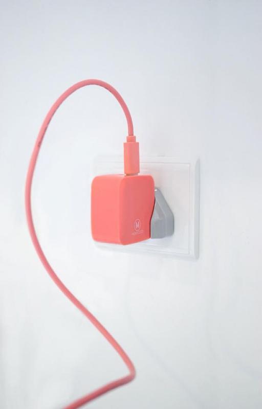 Monocozzi 高效能雙USB4.2A輸出多國通用充電轉換座
