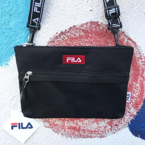 FILA Red Logo Sacoche Shoulder Bag [黑色]