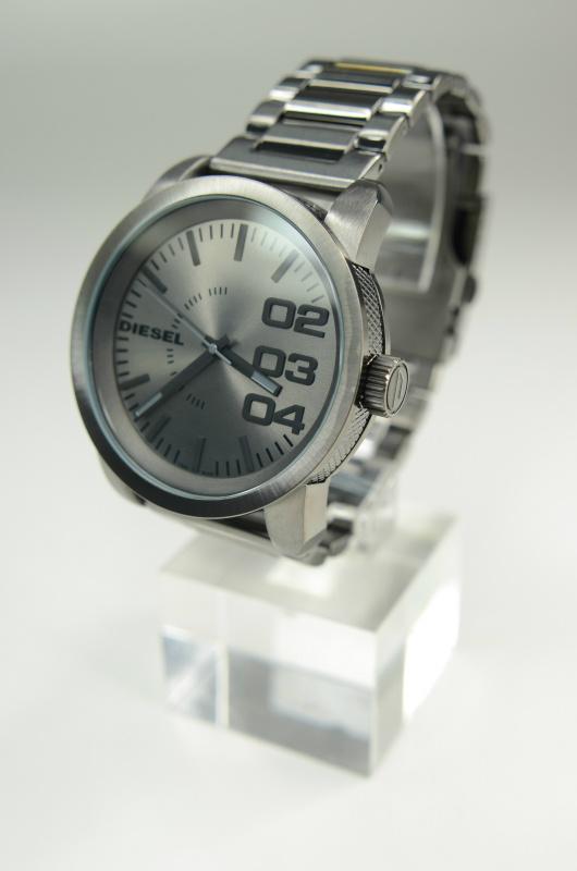Diesel DZ1558 銀色鋼帶石英錶