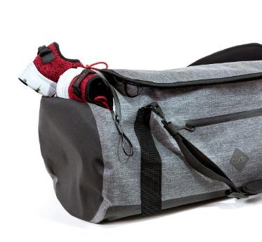 Code 10 Duffel 防水多功能手提行李背包